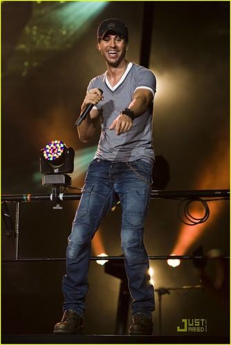 Enrique Iglesias: 'Euphoria' Tour in Newark!