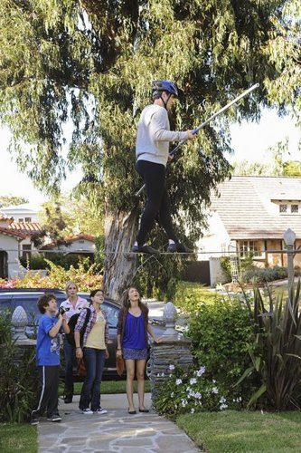Episode 3.03 - Phil on Wire - Promotional foto