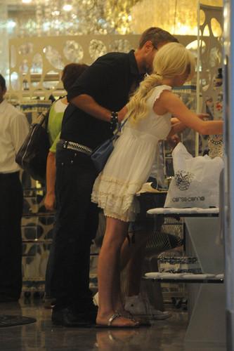 Lindsay Lohan wallpaper with a dishwasher titled Ferrari ride in Milan - Sep 26, 2011