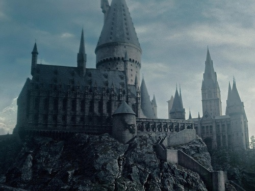 Harry Potter پیپر وال possibly containing a palace, a castle, and a chateau entitled Harry Potter پیپر وال