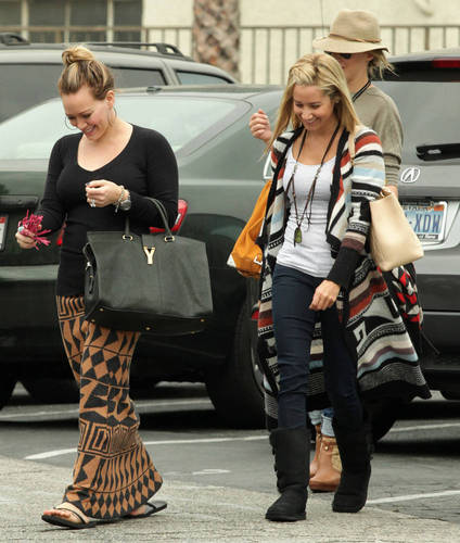 Haylie - Shopping with Hilary and Ashley Tisdale in LA - September 25, 2011