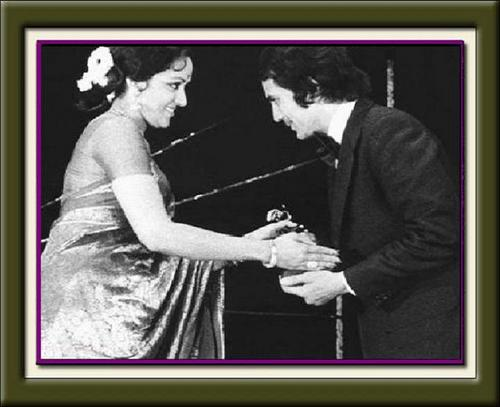 Hema Malini awards Super तारा, स्टार Rajesh Khanna