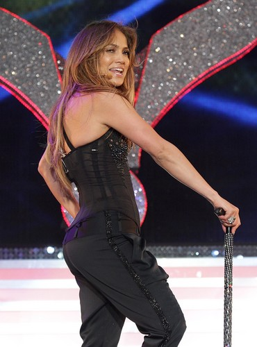 Jennifer Lopez wallpaper possibly containing a parasol titled Jennifer Lopez at Summertime Ball on June 12, 2011