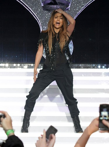 Jennifer Lopez wallpaper with a sombrero, a boater, and a fedora entitled Jennifer Lopez at Summertime Ball on June 12, 2011