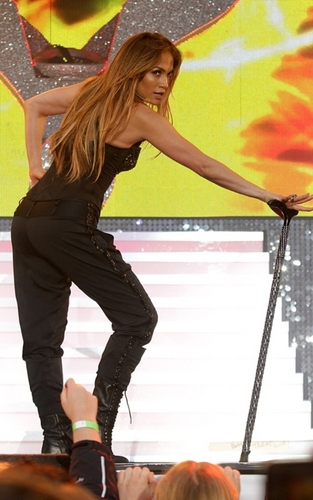 Jennifer Lopez wallpaper containing a campaign hat, a fedora, and a boater titled Jennifer Lopez at Summertime Ball on June 12, 2011