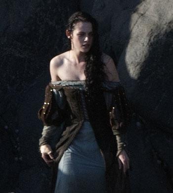 Kristen Stewart in Snow White dress September 28, 2011