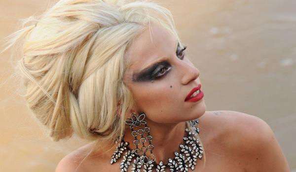 Lady Gaga est la première égérie mondiale de la beauté en 2012 !