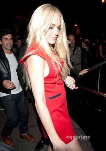 Lindsay Lohan fond d'écran probably with hosiery, bare legs, and a hip boot titled Lindsay Lohan: Night Out in Paris, Sep 28