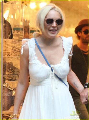 Lindsay Lohan Hintergrund containing sunglasses entitled Lindsay Lohan & Philipp Plein: Milan Mates!