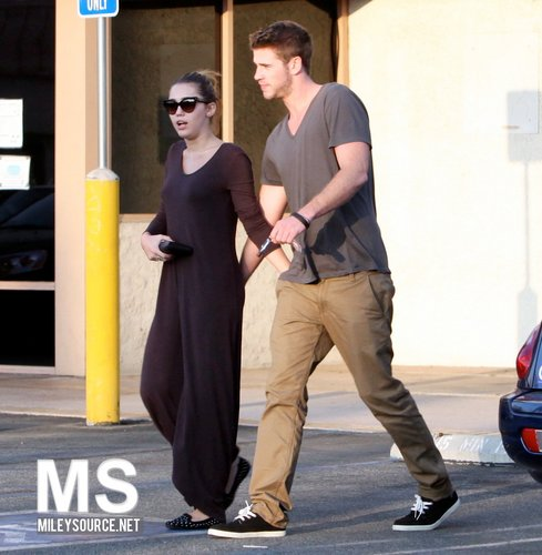 Miley Cyrus ~ 24. September - Grab Some Lunch With Liam At Iwata Sushi In Sherman Oaks