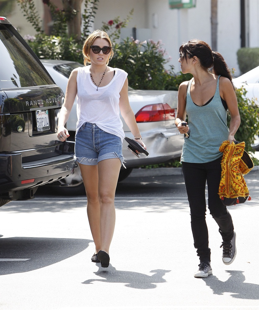 Miley - Shops at Bed Bath and Beyond - September 26, 2011
