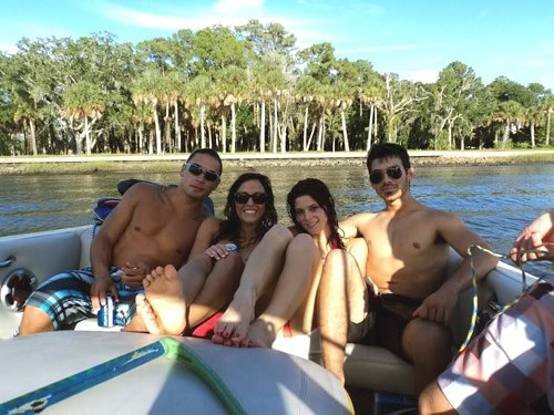 New rares of Ashley, Joe Jonas and some friends in holiday!