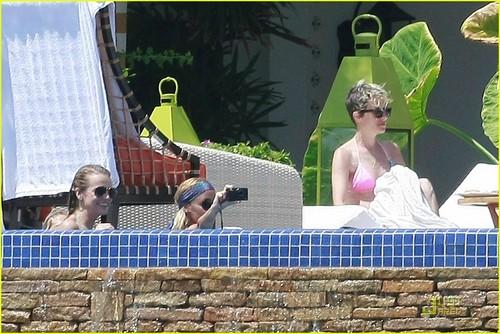 Nicole Richie & Samantha Ronson: Bikini Babes in Cabo!