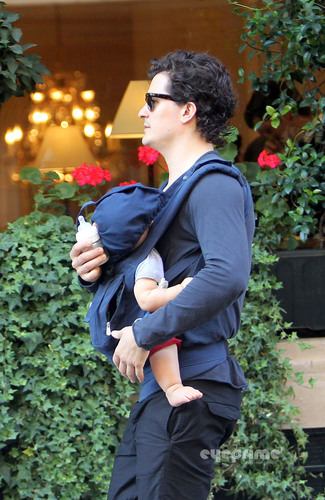 Orlando Bloom and Baby Flynn out for a Stroll in Paris, Sep 28