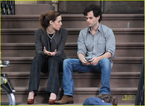 Penn Badgley: 'Gossip Girl' Shoots on a Stoop