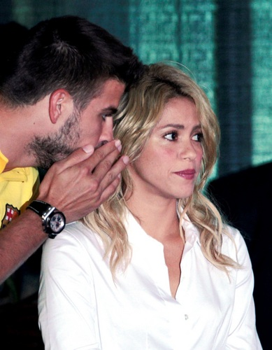 Gerard Piqué wallpaper with a portrait entitled Piqué said Shakira : you are for me really, really old !