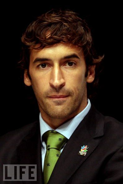 raul a gonzalez Another game goes by, another record is broken by raul gonzalez blanco the  spanish striker struck a sweet volley into the bottom corner of.