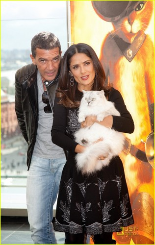 Salma Hayek: 'Puss in Boots' Moscow Premiere with Antonio Banderes!