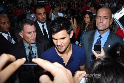 "Taylor Lautner and Lily Collins arrive for the ""Abduction"" Premiere in Paris, Sep 27"