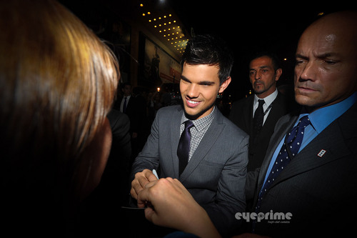 """Taylor Lautner and Lily Collins arrive for the """"Abduction"""" Premiere in Paris, Sep 27"""