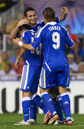 Fernando Torres 壁紙 with a サッカー player, a fullback, and a tight end titled Valencia 1x1 Chelsea