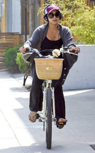 Vanessa out in Studio City