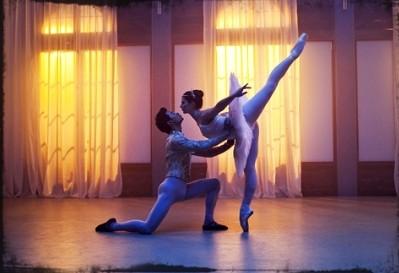 tara and christian dancing in season 2