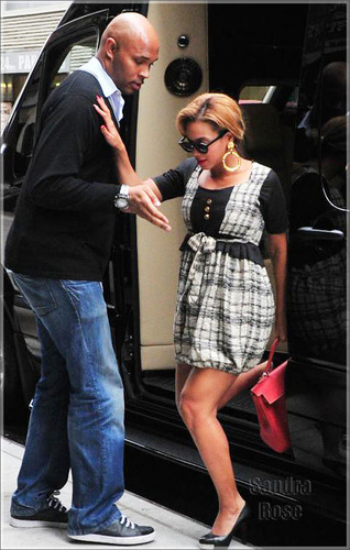 Beyoncé in New York City (September 30th)