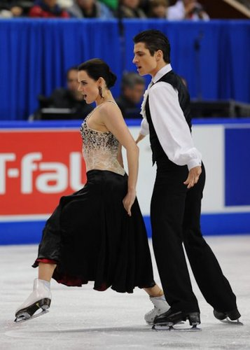 Tessa Virtue & Scott Moir wallpaper probably containing a tennis player and a tennis pro titled 2009 Skate Canada Original Dance