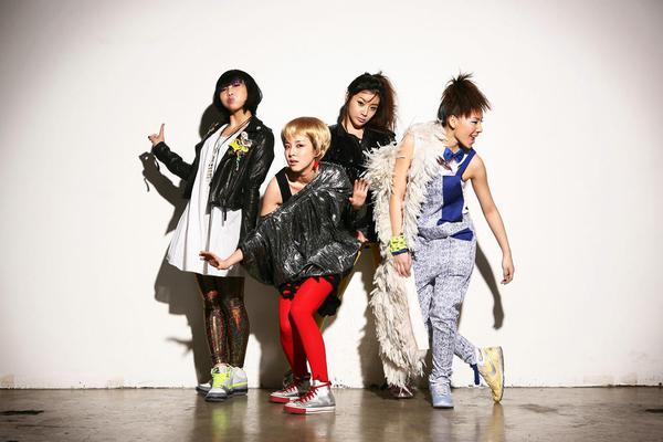http://images5.fanpop.com/image/photos/25700000/2ne1-2ne1-25724045-600-400.jpg