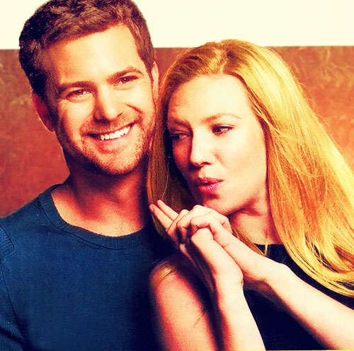 Anna Torv and Joshua Jackson fond d'écran possibly with a portrait entitled Anna & Josh <3