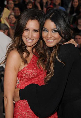 Ashley and Vanessa <3