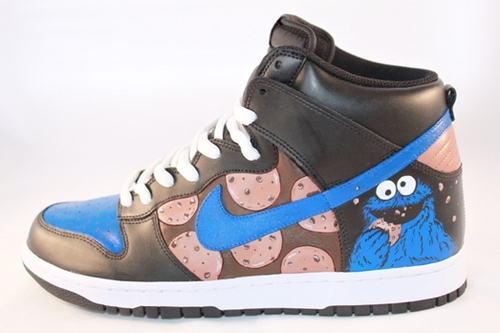 Cookie Monster wallpaper probably with a running shoe called Awesumest shoes in the world!!!