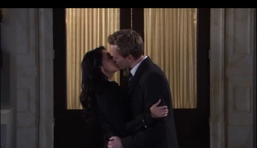 Barney and Nora キス