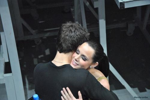 Tessa Virtue & Scott Moir wallpaper entitled Beautiful hug -Backstage