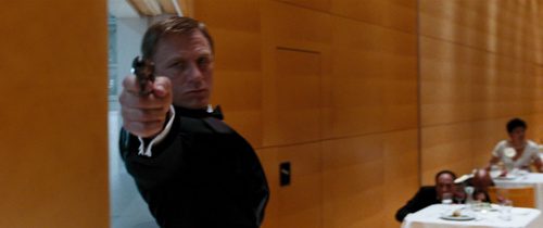 Daniel Craig Hintergrund probably with a küche titled Daniel Craig in Quantum Of Solace♥
