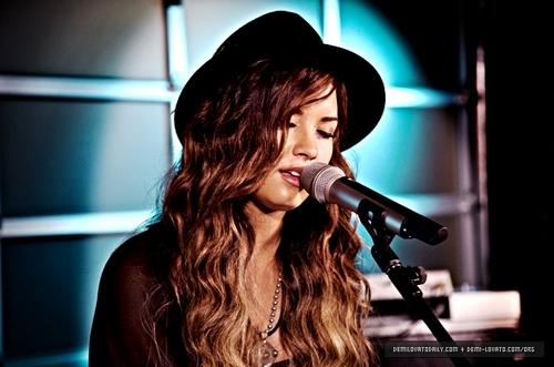 Demi - Vh1's Top 20 Live - September 20, 2011