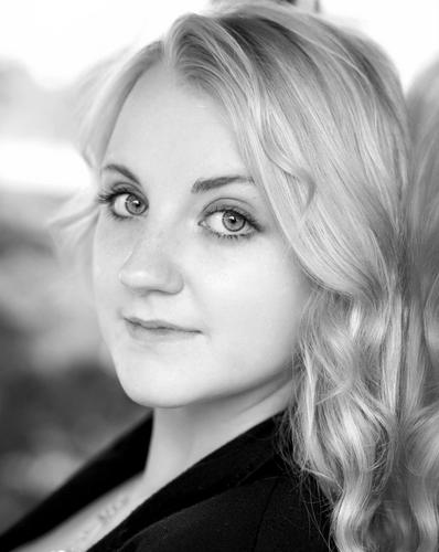 Evanna Lynch fondo de pantalla possibly containing a business suit and a portrait called Evanna Lynch