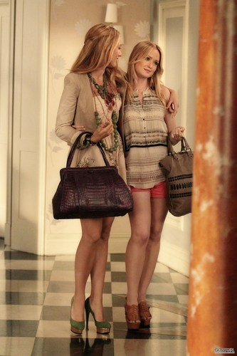 Serena Van Der Woodsen wallpaper probably with hosiery, bare legs, and a hip boot titled Gossip Girl 5.03 - The Jewel of Denial