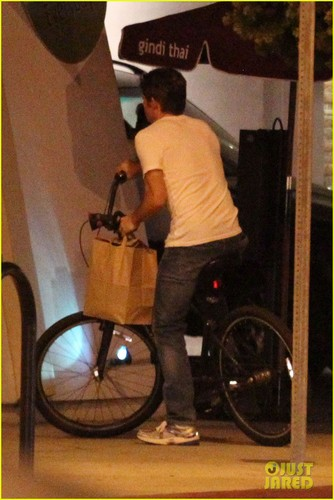 James Marsden: Solo Bike Ride Following تقسیم, الگ کریں