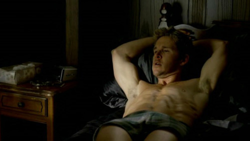 True Blood karatasi la kupamba ukuta containing skin, a living room, and a family room called Jason Stackhouse