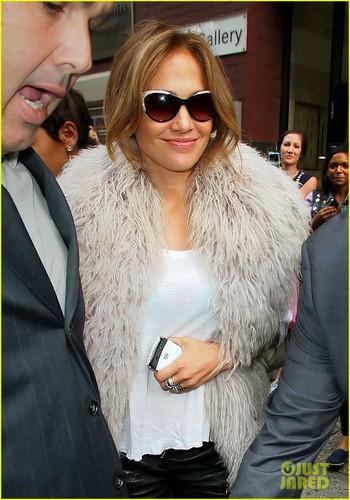 Jennifer Lopez: Studio Visit with Will.i.am!