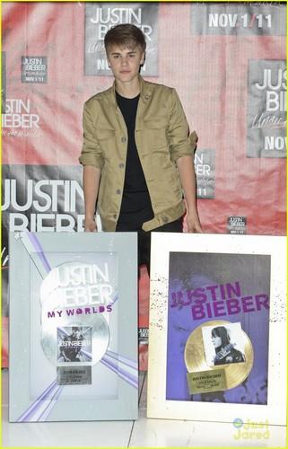 Justin Bieber: Mexico City Madness
