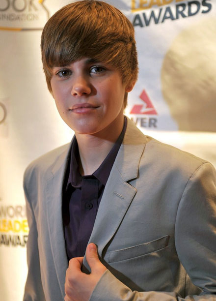 Justin Wearing A Suit Justin Bieber Photo 25777546