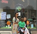 Kim, Kourtney and Mason go to the Mystic Aquarium in Connecticut - 29/09/2011