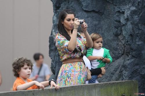 Kim, Kourtney and Mason go to the Mystic Aquarium in Connecticut - 29/09/2011