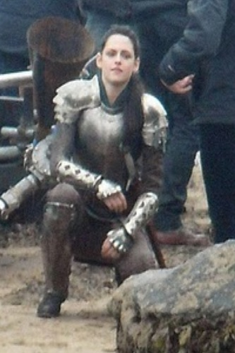 Snow White and The Huntsman fond d'écran containing a fusilier, carabinier titled Kristen on Set