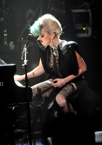 Lady Gaga Live @ Sting's संगीत कार्यक्रम in NYC