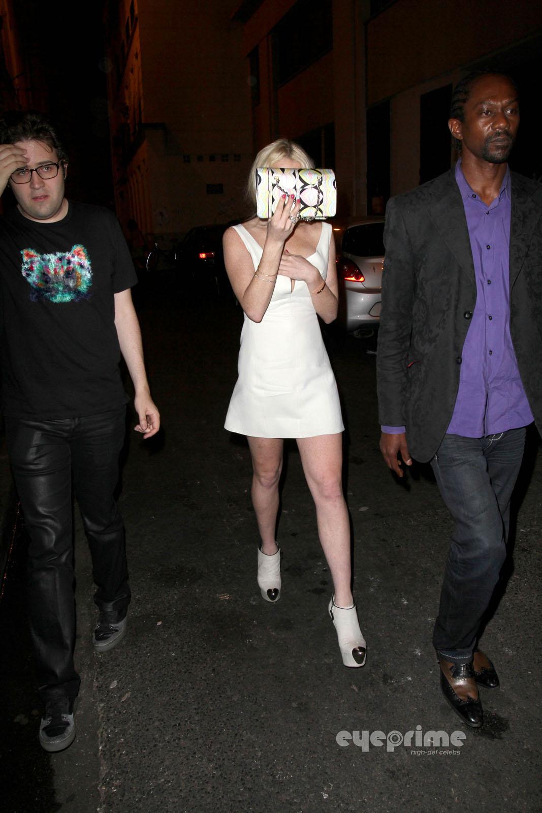 Lindsay Lohan: Upskirt as she leaves a Club in Paris, Sep 30