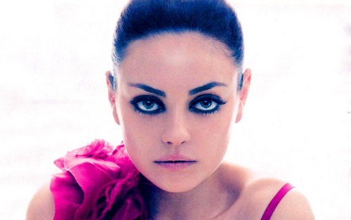 Mila Kunis Hintergrund with a portrait called Mila